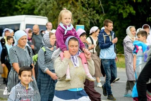easter_procession_ukraine_pochaev_sr_0780