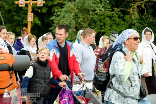 easter_procession_ukraine_pochaev_sr_0813