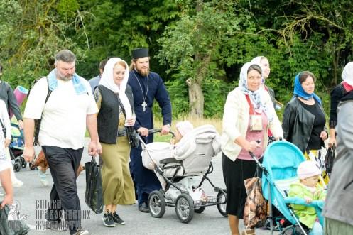 easter_procession_ukraine_pochaev_sr_0824