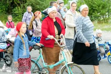 easter_procession_ukraine_pochaev_sr_0837
