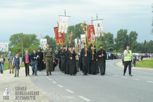 easter_procession_ukraine_pochaev_sr_0886
