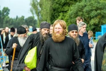 easter_procession_ukraine_pochaev_sr_0895