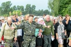 easter_procession_ukraine_pochaev_sr_0913