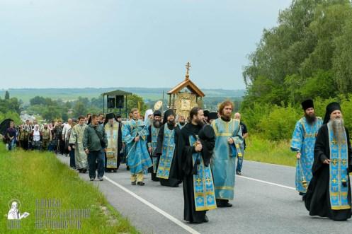 easter_procession_ukraine_pochaev_sr_0955