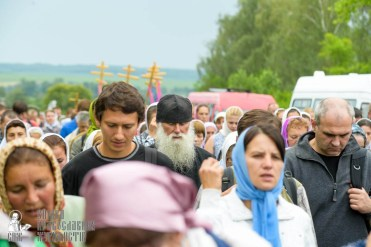 easter_procession_ukraine_pochaev_sr_0968