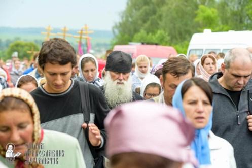 easter_procession_ukraine_pochaev_sr_0969