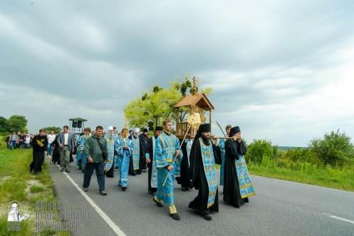 easter_procession_ukraine_pochaev_sr_1005