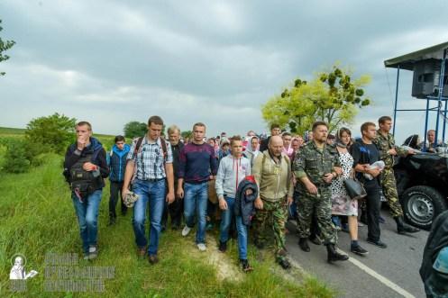 easter_procession_ukraine_pochaev_sr_1016