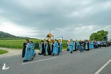 easter_procession_ukraine_pochaev_sr_1020