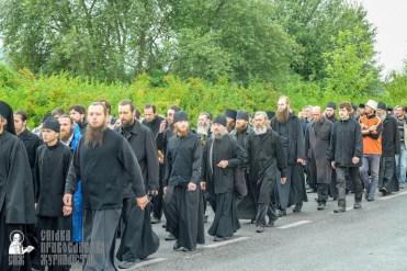 easter_procession_ukraine_pochaev_sr_1076