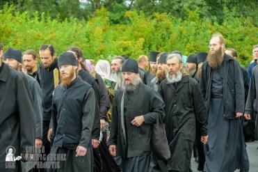 easter_procession_ukraine_pochaev_sr_1077