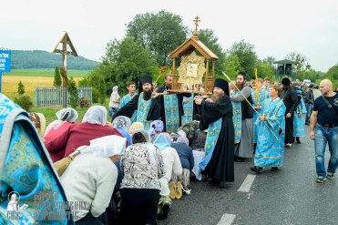 easter_procession_ukraine_pochaev_sr_1095