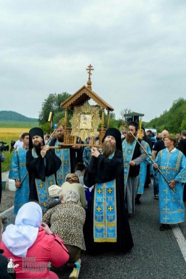 easter_procession_ukraine_pochaev_sr_1120