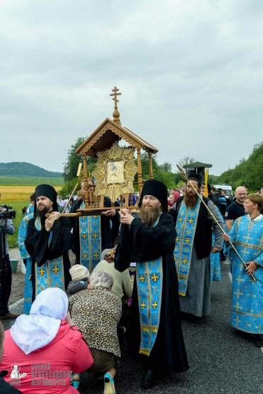 easter_procession_ukraine_pochaev_sr_1121