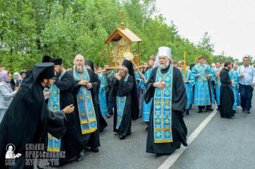 easter_procession_ukraine_pochaev_sr_1140
