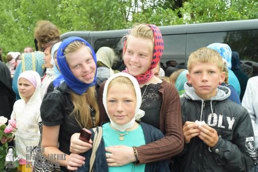 easter_procession_ukraine_pochaev_sr_1155