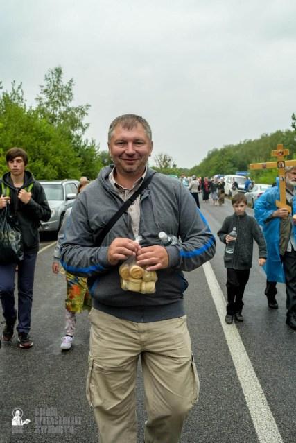 easter_procession_ukraine_pochaev_sr_1171