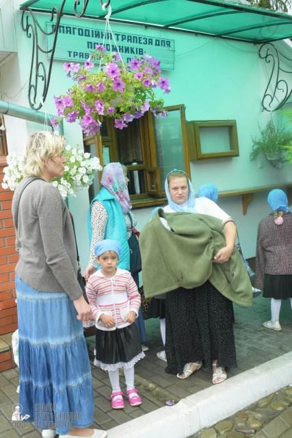 easter_procession_ukraine_pochaev_sr_1253