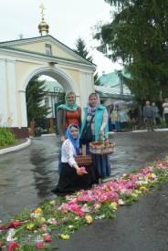 easter_procession_ukraine_pochaev_sr_1262