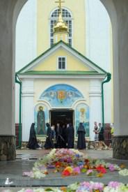 easter_procession_ukraine_pochaev_sr_1264