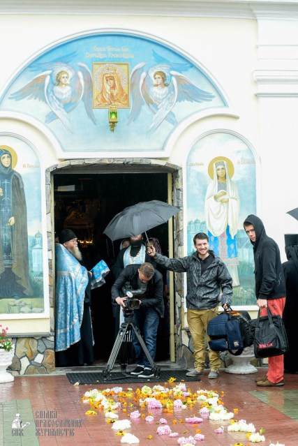 easter_procession_ukraine_pochaev_sr_1266