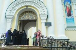 easter_procession_ukraine_pochaev_sr_1306