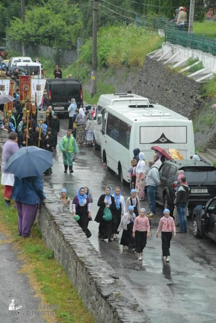 easter_procession_ukraine_pochaev_sr_1311