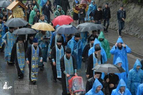 easter_procession_ukraine_pochaev_sr_1335