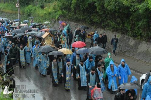 easter_procession_ukraine_pochaev_sr_1338