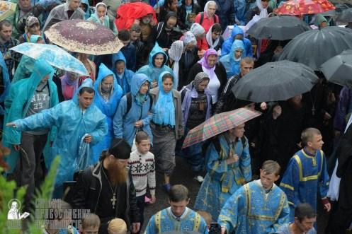 easter_procession_ukraine_pochaev_sr_1346