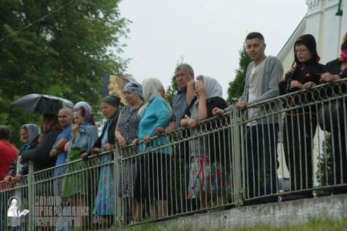 easter_procession_ukraine_pochaev_sr_1375