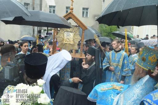 easter_procession_ukraine_pochaev_sr_1391