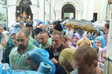 easter_procession_ukraine_pochaev_sr_1436