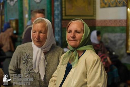 easter_procession_ukraine_pochaev_sr_1466