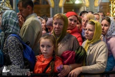 easter_procession_ukraine_pochaev_sr_1483