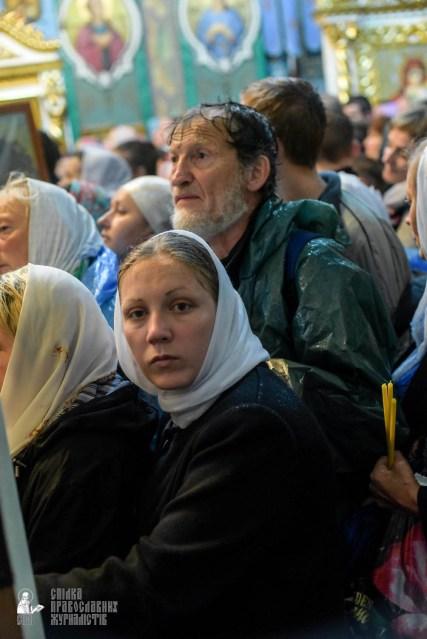 easter_procession_ukraine_pochaev_sr_1486
