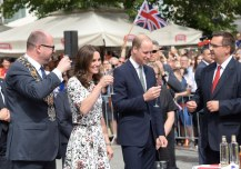 epa06094769 Britain's Prince William, Duke of Cambridge (C) and Catherine, Duchess of Cambridge (2-L) and the Mayor of the Gdansk City Pawel Adamowicz (L) taste Goldwasser, a Gdansk liquer, as they visit the central market Square in Gdansk, Poland, 18 July 2017. The Duke and Duchess of Cambridge are on a first official visit to Poland. EPA/ADAM WARZAWA POLAND OUT