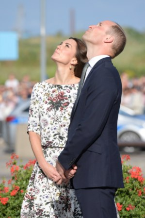 epa06095010 Britain's Prince William, Duke of Cambridge (R) and Catherine, Duchess of Cambridge (L) look at the 'Monument to the Fallen Shipyard Workers of 1970' in Gdansk, Poland, 18 July 2017. The Duke and Duchess of Cambridge are on their first official visit to Poland. EPA/ADAM WARZAWA POLAND OUT