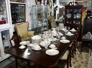 A Real Find Antiques Carroll County MD Antique Mahogany Wood Dining Room Sets Shield Back Chairs