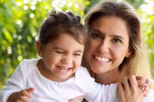 Maria Flor e Deborah Secco (Reprodução/Instagram/Foto:Elvis Moreira)