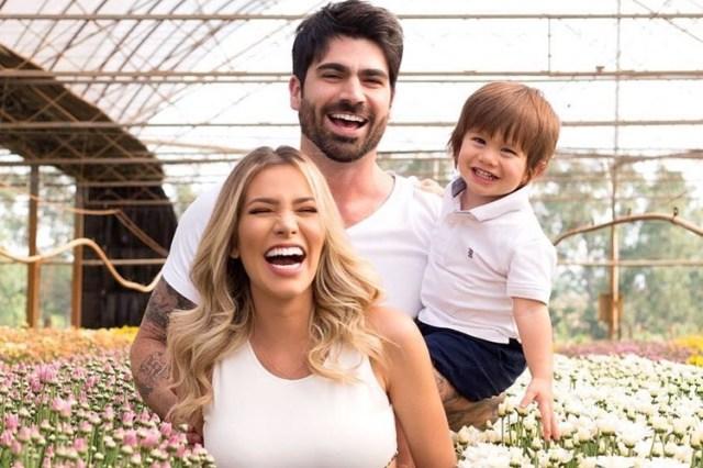 Adriana e Rodrigão com o filho (Instagram/mariifotografia)
