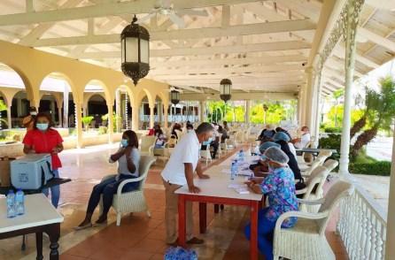 Vacuna sector turistico