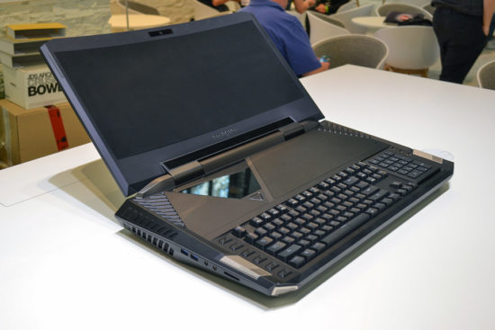 Acer Predator 21X - notebook cu ecran curbat, tastatura mecanica si 4 SSD-uri