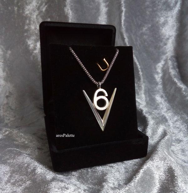 v 6 logo  v 6 engine  v6 necklace  v6 pendant  car jewelry  arespalette 1