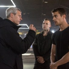 Director NEIL BURGER, JAI COURTNEY and THRO JAMES on the set of DIVERGENT