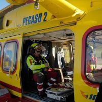 Pedone investito da furgone, allertato Pegaso. Grave un 79enne