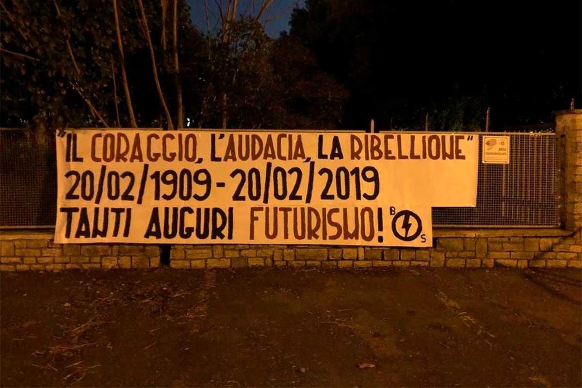 Arezzo, striscione del Blocco Studentesco per i 110 anni del futurismo