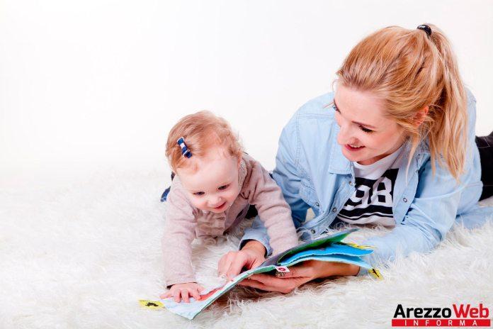 lettura bambini e mamma