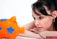 salvadanaio - risparmio - donna