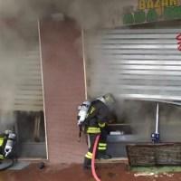 Prende fuoco attività in zona Saione - foto/video